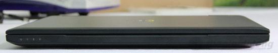 Các cạnh trước và sau Dell Vostro 3550