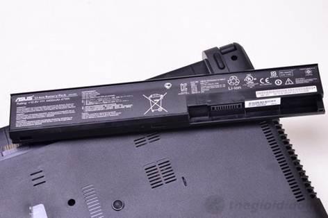 Asus X401A có thỏi pin 6 cell 4400mAh cho thời gian sử dụng ấn tượng