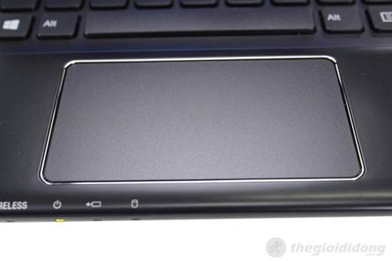 Sony Vaio SVE14132CV có touchPad rộng rãi