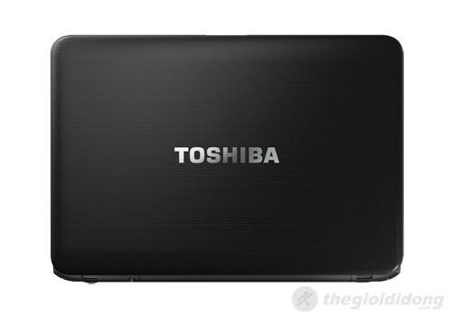 Vỏ máy của Toshiba Satellite C800 được trang trí bằng họa tiết caro liti, nhưng dễ bám vân tay