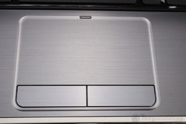 Touchpad của Dell Inspiron 5420 rộng rãi, cảm ứng khá nhạy