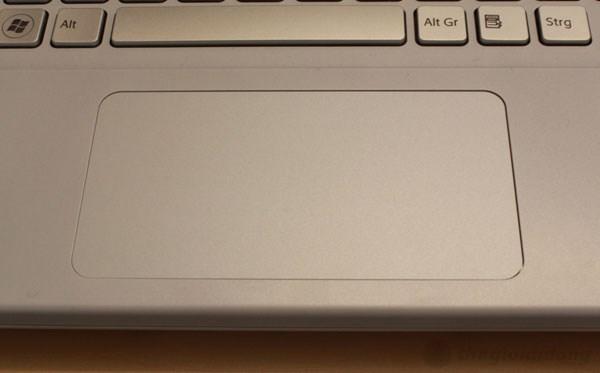 Touchpad trên Sony Vaio SVS hỗ trợ cảm ứng đa điểm