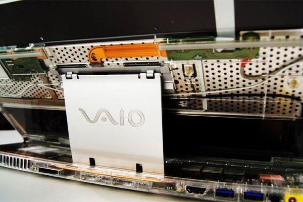 Khớp nối thon gọn hơn trên Sony Vaio Duo 13