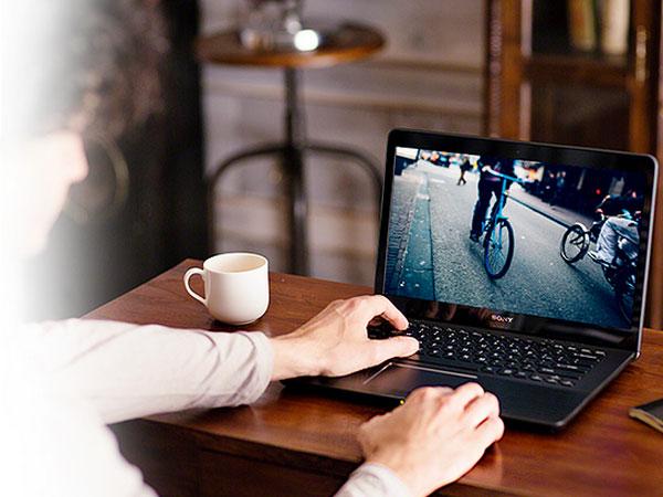 Sony Vaio Fit E có khả năng xử lí đồ họa tốt nhờ sở hữu card màn hình rời