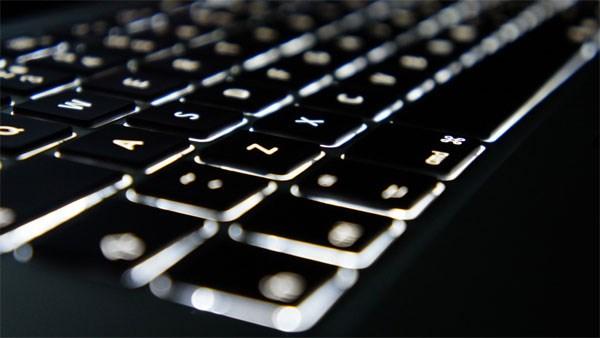 Apple Macbook Air 2014 bàn phím đèn nền