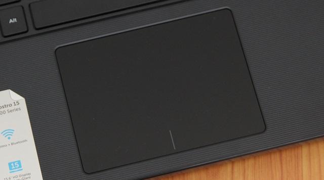 Touchpad có thiết kế hợp lý và đồng bộ với máy
