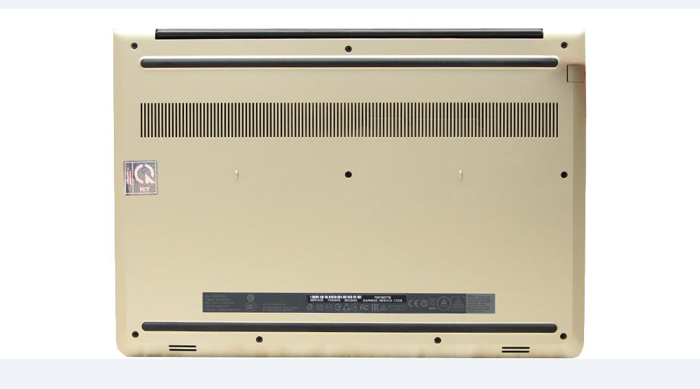 Khe tản nhiệt được đặt nhiều ở mặt dưới giúp máy luôn mát