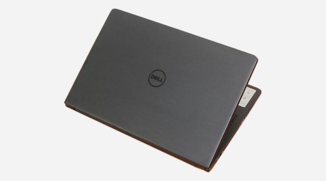 Dell Inspiron 3558 i3 5005U - Thiết kế mặt lưng nhám trông hấp dẫn và dễ cầm nắm hơn