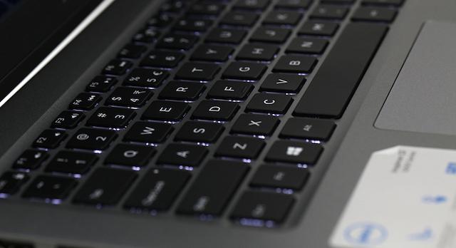 Dell Inspiron 5378 i5 7200U - Bàn phím có đèn nền tiện ích
