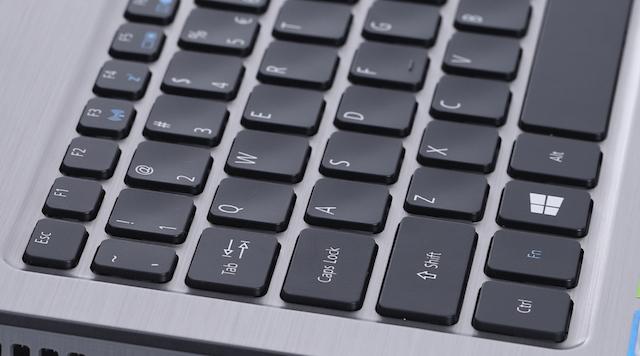 Acer Aspire F5 573G 55HV i5 - Các phím ấn nổi lên giúp trải nghiệm đánh máy tốt hơn