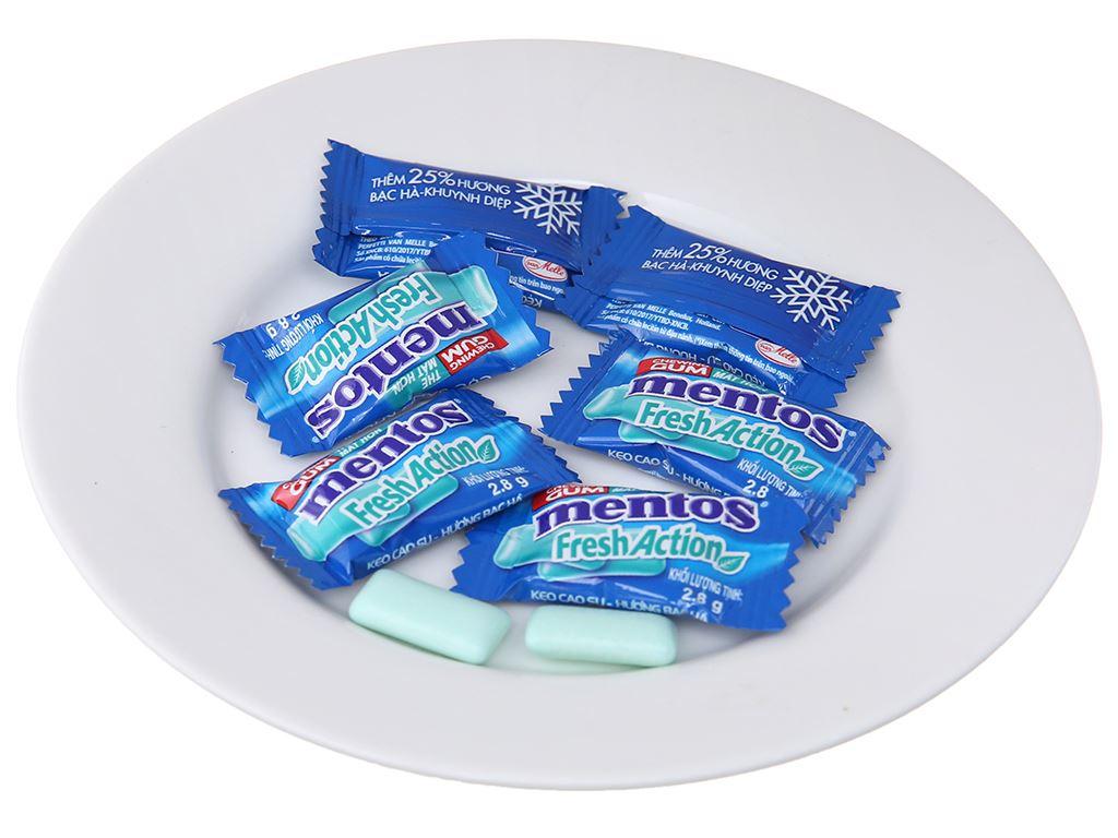 Kẹo cao su Mentos Fresh Action hương bạc hà gói 112g 4