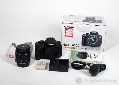 Máy ảnh Canon EOS 650D và phụ kiện.