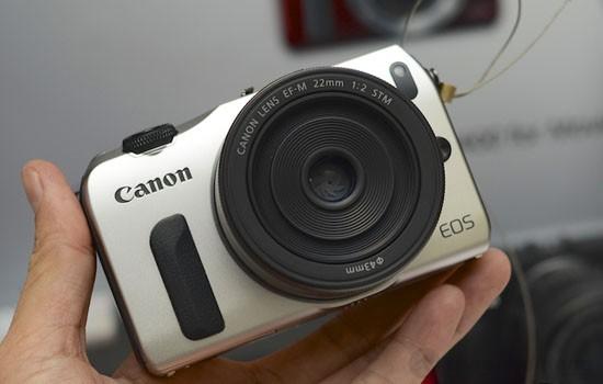 Máy ảnh Canon EOS M có thiết kế nhỏ gọn