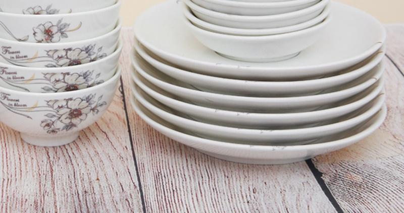 Dĩa nhỏ kích cỡ 15 cm, thuần màu trắng không thêm họa tiết, sạch đẹp tự nhiên - Bộ bàn ăn gốm sứ Minh Châu 28 món BQ28 - hoa 7