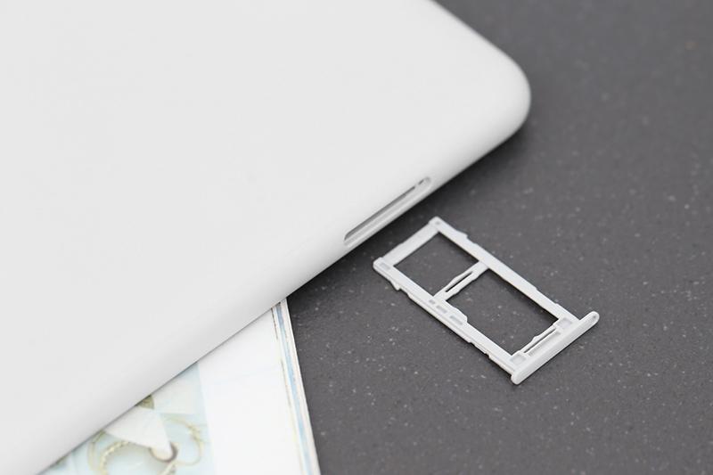 Khe SIM trên máy tính bảng Samsung Galaxy Tab A S Pen 8 inch 2019
