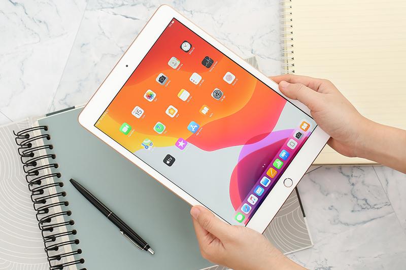 iPad 10.2 inch Wifi 32GB (2019) | Thiết kế viền dày có chỗ tì tay và cấm nắm tốt hơn