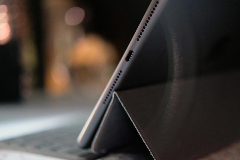 Điện thoại iPad 10.2 inch Wifi Cellular 128GB (2019) | Thiết kế công kết nối lightning
