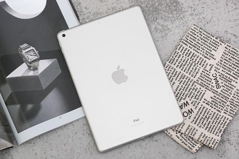 Sử dụng vật liệu tái chế thân thiện với môi trường | iPad 2020