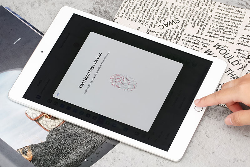 iPad 8 Wifi 128GB (2020) | Nút home tích hợp mở khóa vân tay