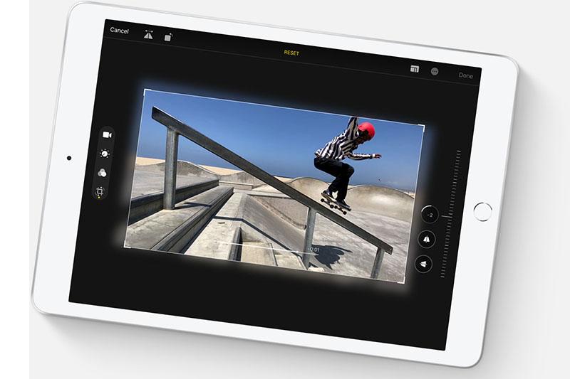 iPad 8 Wifi Cellular 128 GB | Camera sau 8 MP đáp ứng nhu cầu cơ bản