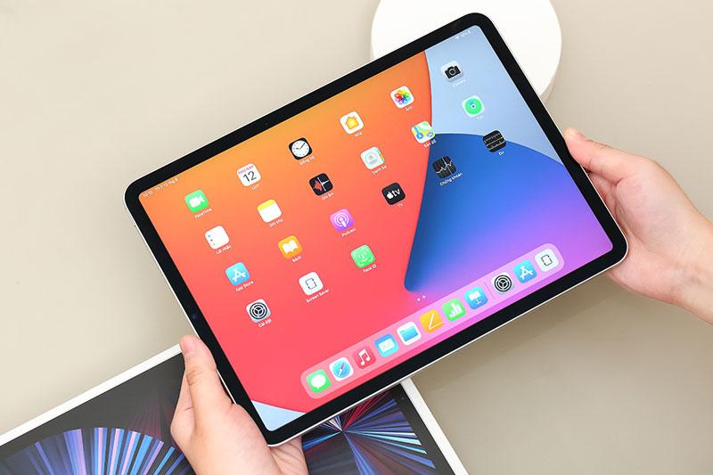 iPad Pro M1 11 inch WiFi Cellular 128GB (2021) | Sở hữu màn hình 11 inch viền mỏng đều ở cả 4 cạnh