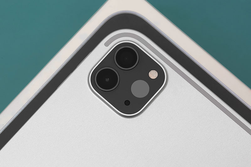 iPad Pro M1 12.9 inch WiFi Cellular 128GB (2021) | Trang bị hệ thống gồm 2 máy ảnh sau có camera chính 12 MP và camera phụ góc rộng 10 MP