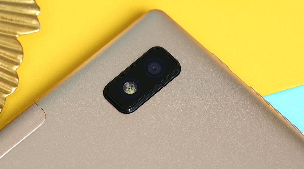 Máy tính bảng Masstel Tab 10.1 inch | Camera sau và đèn flash LED