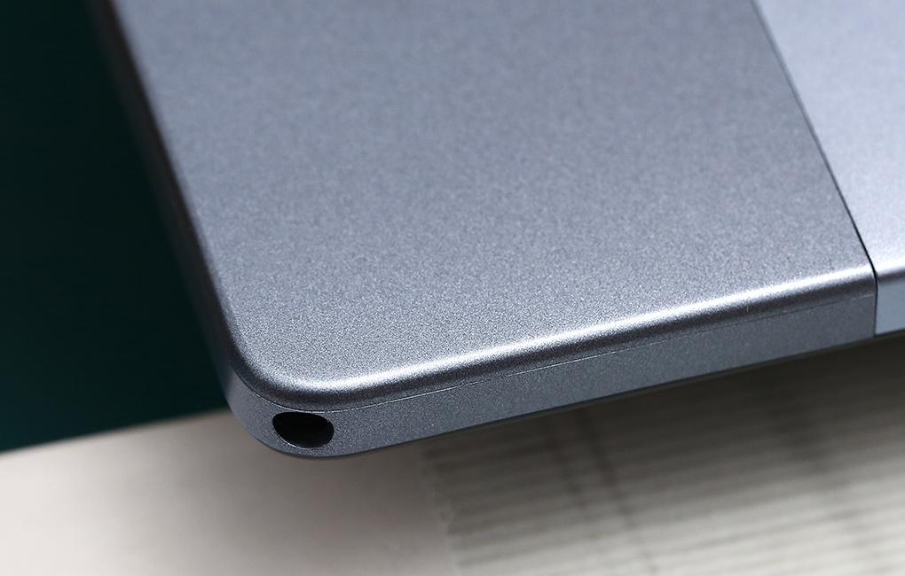 Các góc bo cong mềm mại - Masstel Tab 10.4
