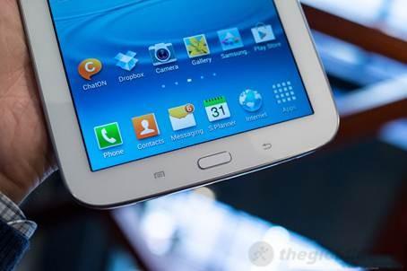 Mặt trước Galaxy Note 8.0 chỉ có phím Home là phím vật lý duy nhất