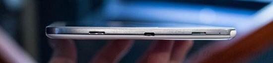 Tất cả cổng kết nối và nút chức năng nằm ở các cạnh của Galaxy Note 8.0