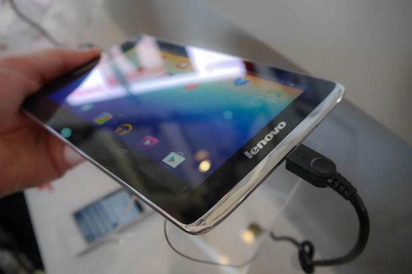 Màn hình Lenovo Idea Tab S5000 có chất lượng hiển thị tốt, mật độ điểm ảnh lên đến 215ppi