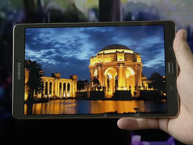 Công nghệ hiển thị Super AMOLED đem lại màu sắc rất tốt, không bị ám xanh, góc nhìn xung quanh rất rộng