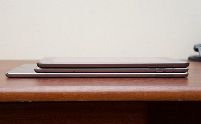 iPad mini 2 (trên cùng, tượng tự iPad mini 3) trọng lượng 341g kích thước 200 x 134.7 x 7.5 mm, trong khi đó iPad mini 4 (giữa) có trọng lượng 299g, kích thước 203.2 x 134.8 x 6.1 mm (bản Cellular)