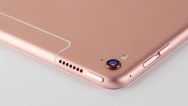 Ngoài ra, khi ra mắt, iPad Pro có thêm màu rose gold nữ tính và sang trọng hơn.