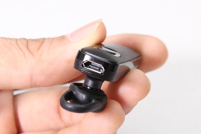 Cổng micro USB ở cạnh trên