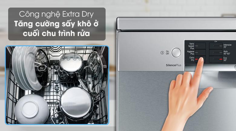 Máy rửa chén Bosch SMS46MI01G 2400W có tính năng  Extra Dry giúp sấy khô nhanh chóng chén đĩa