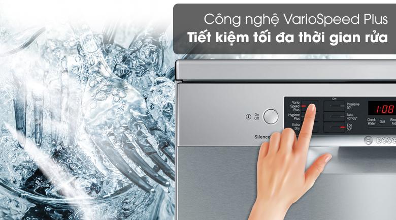 Máy rửa chén Bosch SMS46MI01G 2400W với công nghệ VarioSpeed Plus giúp giảm 65% thời gian rửa chén