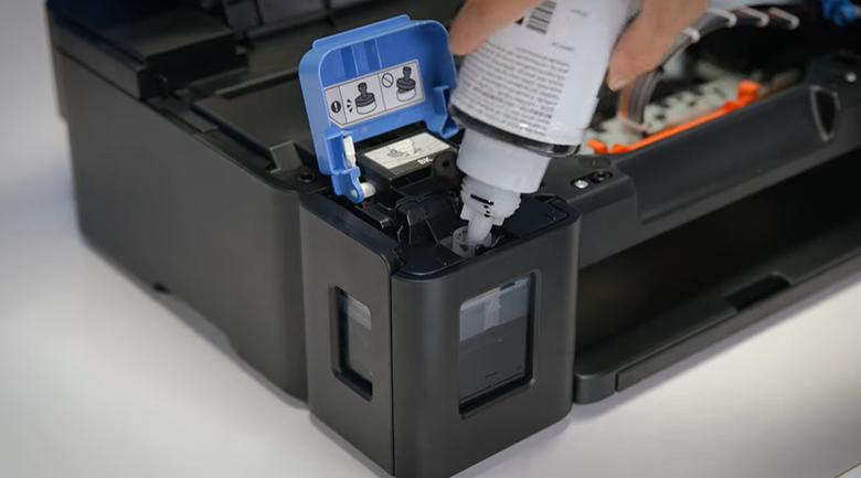 Máy in phun màu đơn năng Canon PIXMA G1010 - Đổ mực vào hộp mực