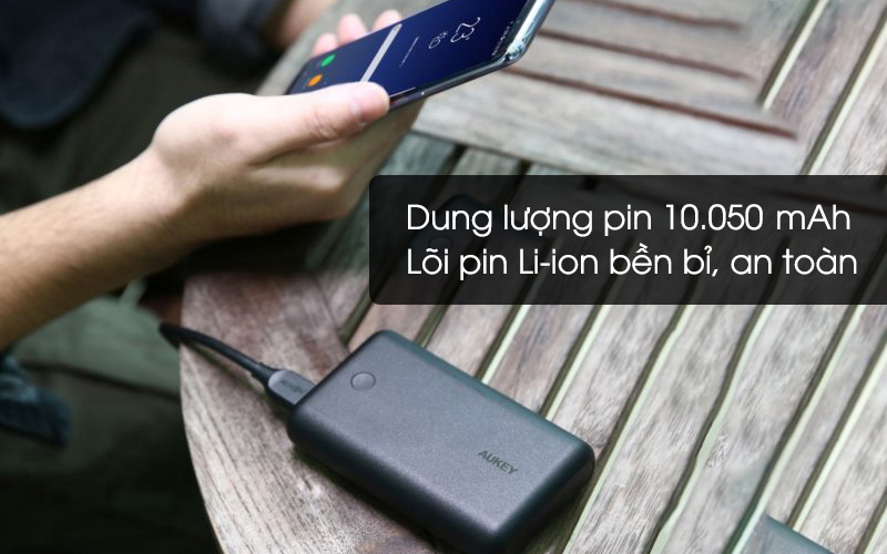 Pin sạc dự phòng 10.050 mAh Type-C PD QC3.0 Aukey PB-XD10 Đen có dung lượng 10050 mAh