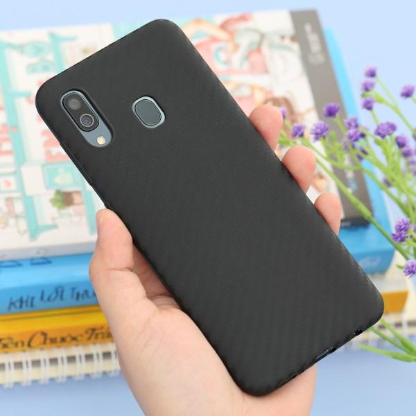 Ốp lưng Galaxy A30 nhựa dẻo Carbon Fibre COSANO Đen