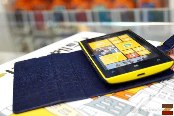 Ốp lưng Lumia 520 có màu sắc đẹp và dễ dàng sử dụng