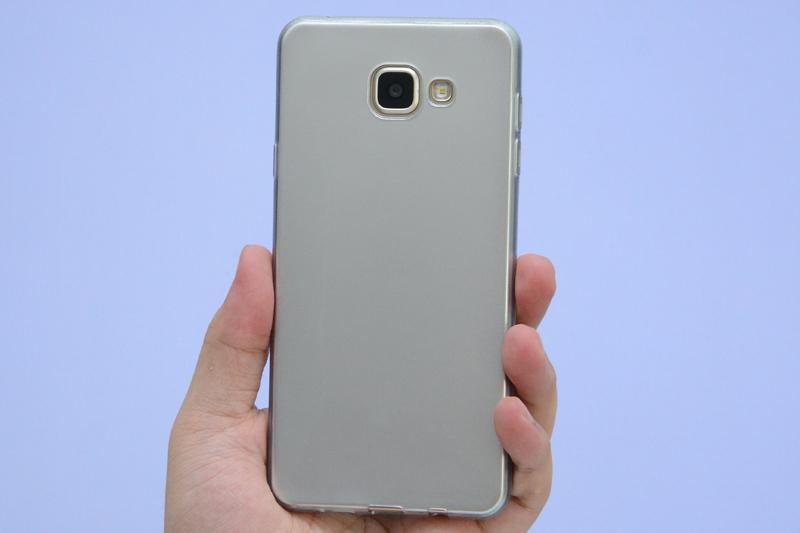 Ốp lưng Galaxy A7 Nhựa dẻo Rubber X Mobile Bạc có kiểu dáng đơn giản nhưng