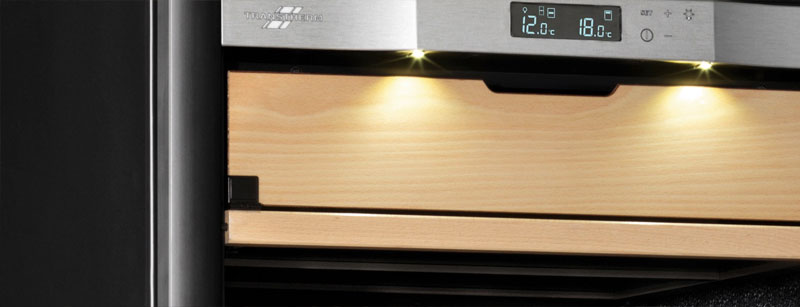Bảng điều khiển có màn hình LED hiển thị nhiệt độ chính xác