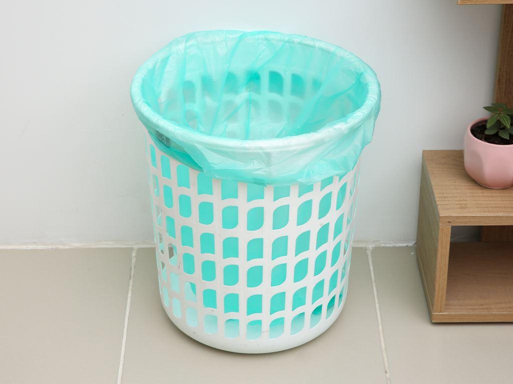 Lốc 4 cuộn túi rác màu quai xách Inochi 60x90cm 6