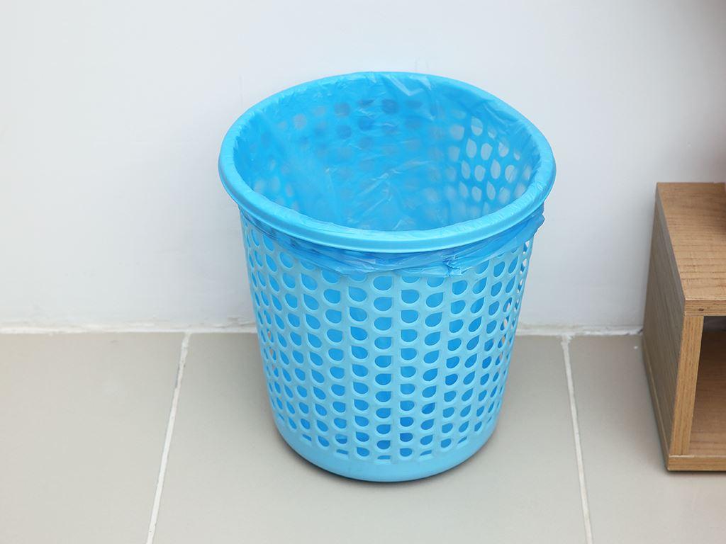 Lốc 4 cuộn túi rác màu quai xách Inochi 46x63cm 6