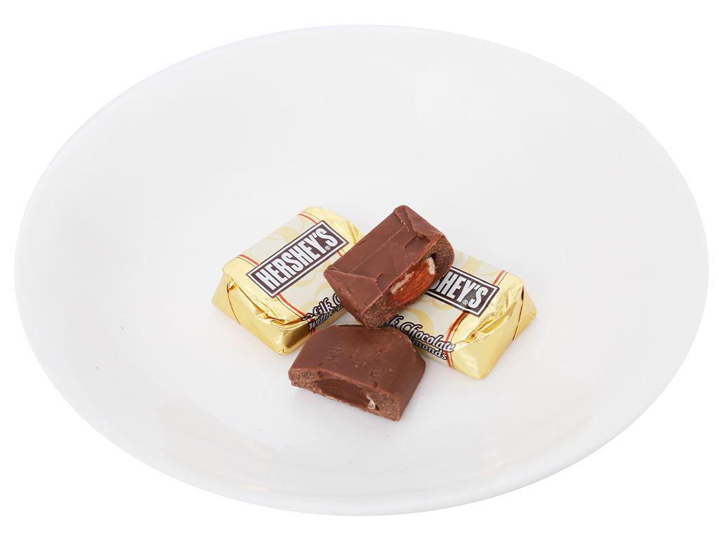Socola kem sữa nhân hạnh nhân Hershey's Nuggets gói 28g 8