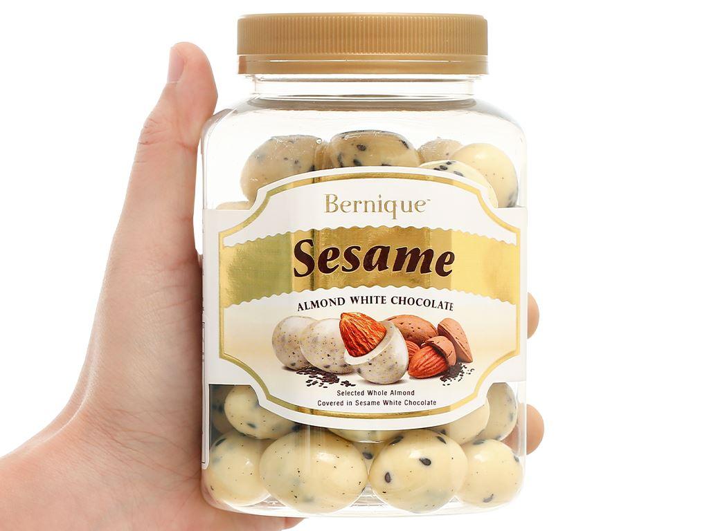 Socola trắng hạt mè hạnh nhân Bernique hộp 350g 5