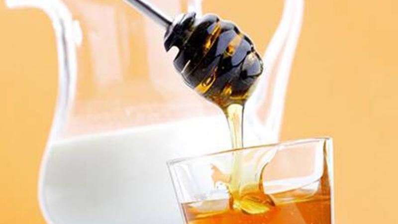 3. Mặt nạ sữa tươi, mật ong
