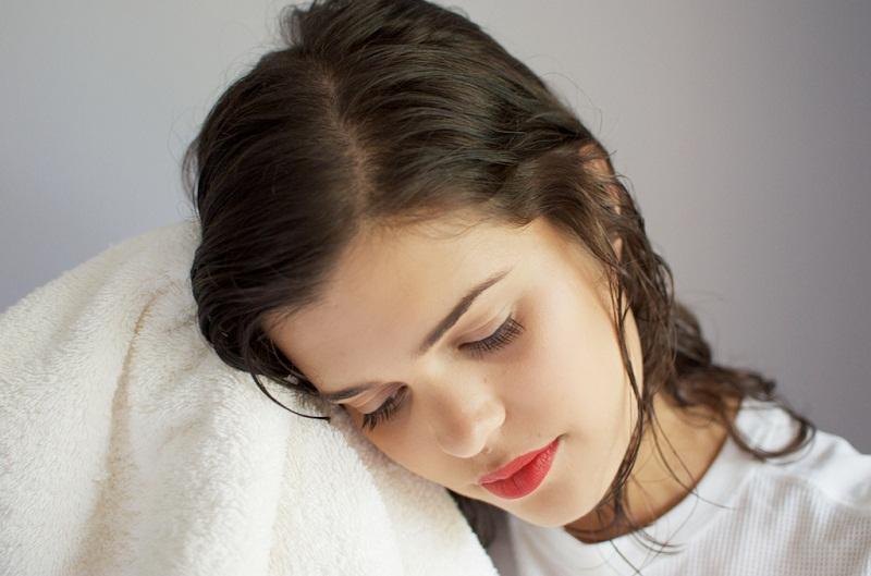 Hướng dẫn chi tiết cách sử dụng tinh dầu dưỡng tóc chính xác nhất