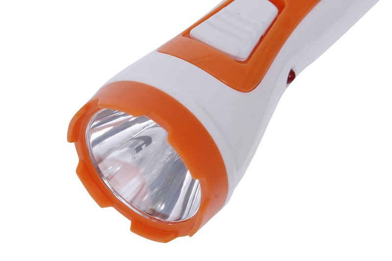 Chất liệu tốt - Đèn pin Comet CRT453